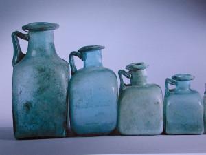 Flacons trouvés dans les fouilles à Pompéi