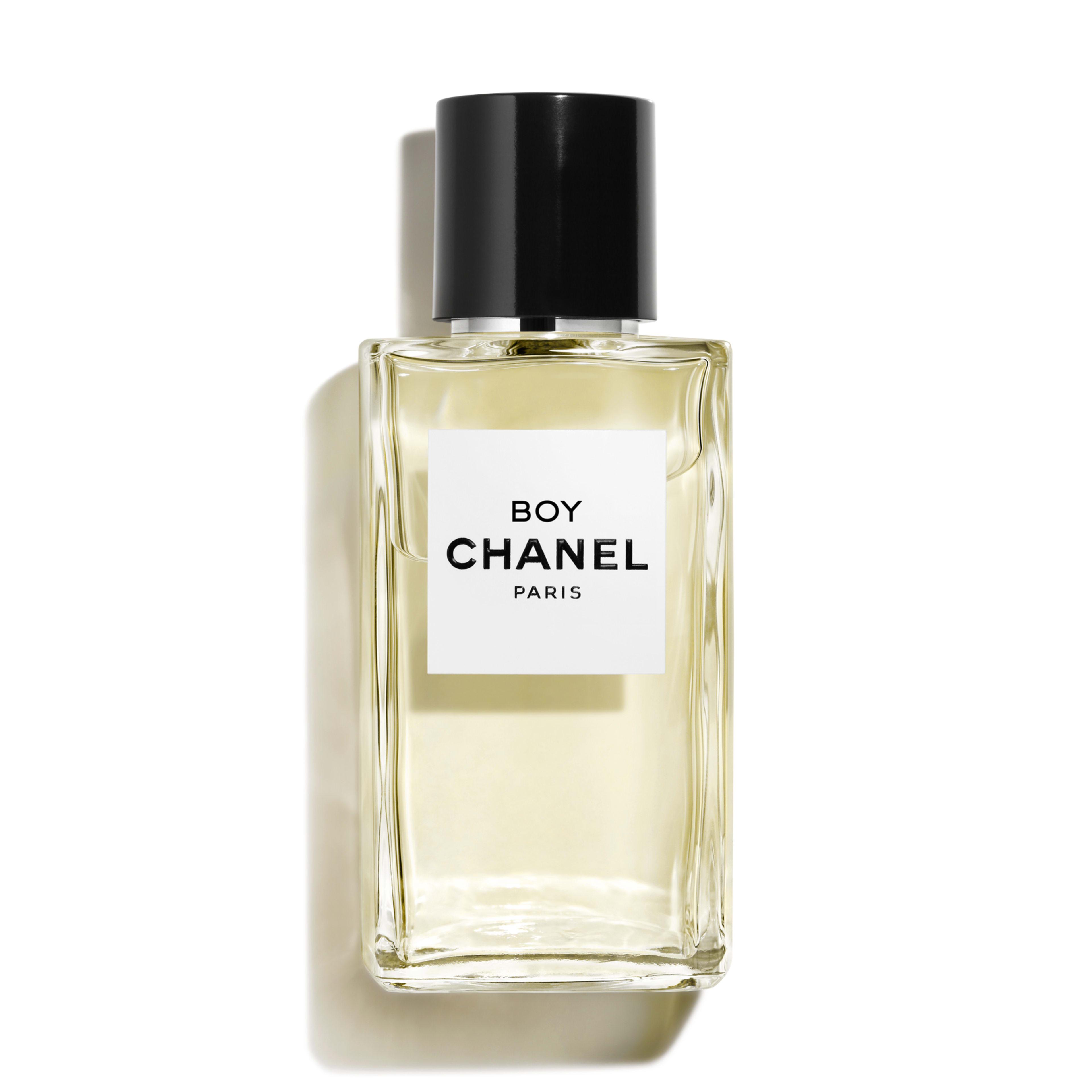 fen tre 2 boy chanel faire le tour du monde en parfums. Black Bedroom Furniture Sets. Home Design Ideas